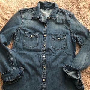 Gap button down jean shirt 🌸